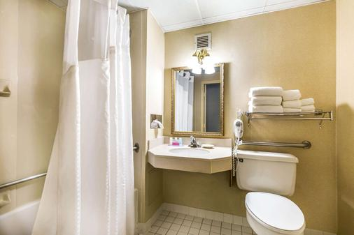 Clarion Inn Frederick Event Center - Frederick - Bathroom