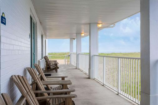 Days Inn by Wyndham Kill Devil Hills Oceanfront - Wilbur - Kill Devil Hills - Parveke