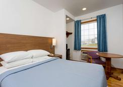 Days Inn by Wyndham Kill Devil Hills Oceanfront - Wilbur - Kill Devil Hills - Makuuhuone