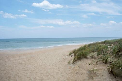 Days Inn by Wyndham Kill Devil Hills Oceanfront - Wilbur - Kill Devil Hills - Ranta