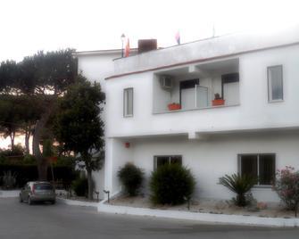 Hotel Exagon - Mondragone - Building