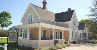 Sea Street Inn - Hyannis - Building