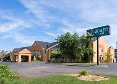 Quality Inn - Lakeville - Building