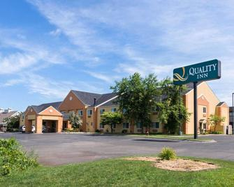 Quality Inn - Lakeville - Building