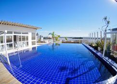 Hotel Continental Porto Alegre e Centro de Eventos - Porto Alegre - Piscina