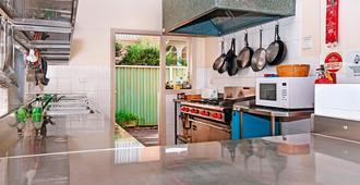 Ashfield Manor - Sydney - Kitchen