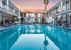 Sunset West Hotel, SureStay Collection By Best Western - Los Angeles - Uima-allas