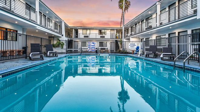 Sunset West Hotel, SureStay Collection By Best Western - Los Angeles - Pool
