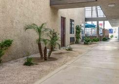 Motel 6 Thousand Palms - Palm Springs - Thousand Palms - Outdoors view