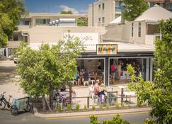 10 Hastings Street Boutique Motel & Cafe - Noosa Heads - Building