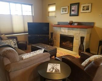 Welcoming 3bd/2.5bth Condo With Great Amenities In The Heart Of The Valley - Hailey