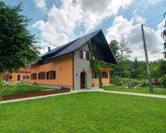 Rooms Family Glumac - Плітвіцькі озера - Building