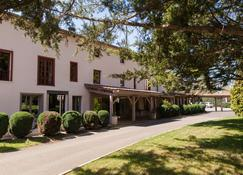Clos St Eloi, The Originals Relais (Relais du Silence) - Thiers - Building