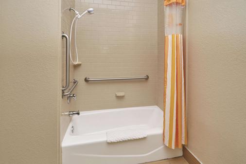 南本德拉昆塔套房酒店 - 南彎 - 南本德 - 浴室