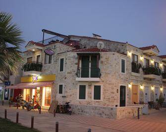 Focamor Otel - Yenifoça - Building