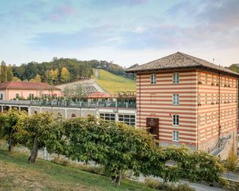 Hotel Diffuso Le Case dei Conti Mirafiore - Serralunga d'Alba - Будівля