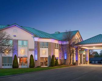Days Inn by Wyndham Montmagny - Montmagny - Building