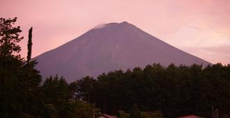 Kikkake Green And Mt.Fuji - Hostel - Fujiyoshida - Außenansicht