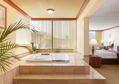 聖荷西埃拉杜拉華美達廣場酒店 - 卡里亞利城 - 聖荷西 - 浴室