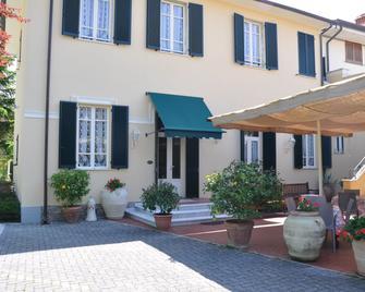 Verdesolemare - Marina Di Pietrasanta - Gebäude
