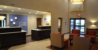 Holiday Inn Express & Suites Indianapolis W - Airport Area - Indianapolis - Front desk