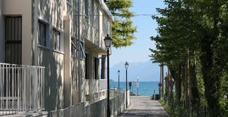 Lake Garda Beach Hostel - Padenghe sul Garda - Outdoors view