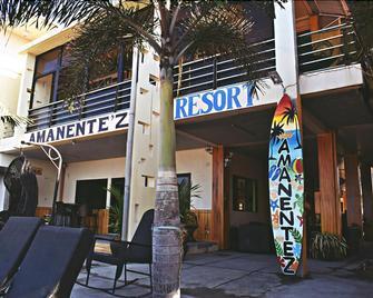 Amanente'z Beach Front Resort - Olongapo - Building