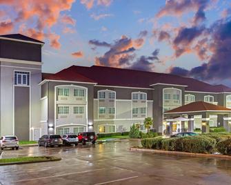 La Quinta Inn & Suites by Wyndham Cleburne - Cleburne - Gebouw