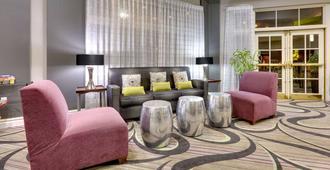 La Quinta Inn & Suites by Wyndham Dallas North Central - דאלאס - סלון