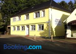 Fitness Pension - Sulingen - Building