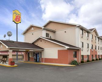 Super 8 by Wyndham Brookville - Brookville - Building