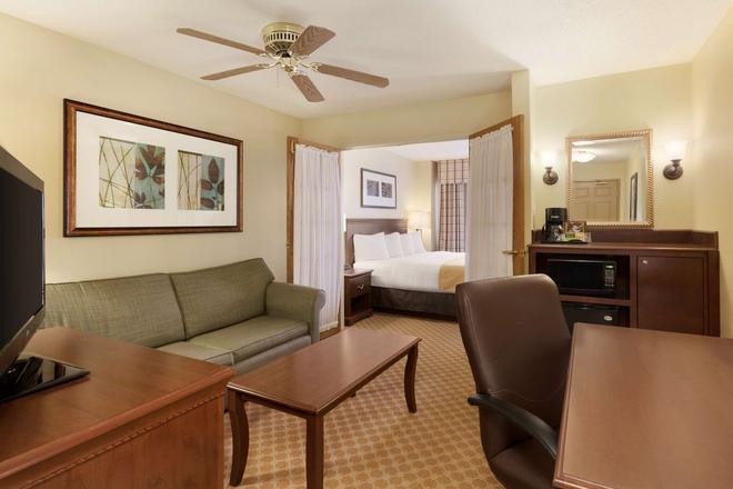 Country Inn & Suites by Radisson, Rochester, MN - Rochester - Wohnzimmer
