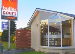 Buller Court on Palmerston - Westport - Living room