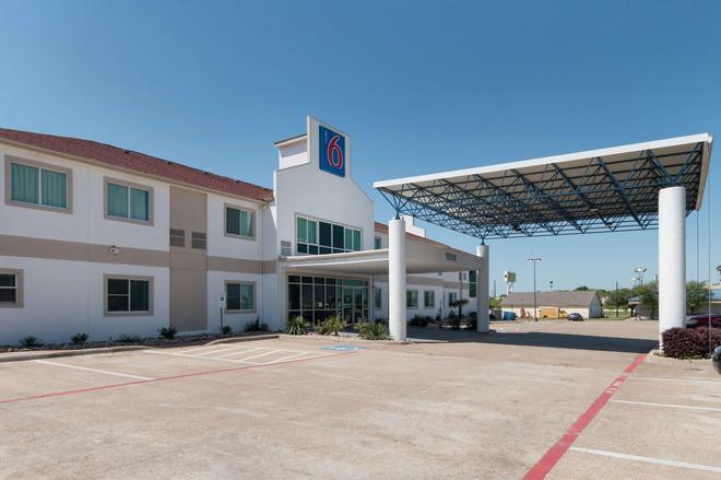 Motel 6 Hillsboro, TX - Hillsboro - Building