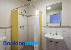 Adelaide Central YHA - Adelaide - Bathroom