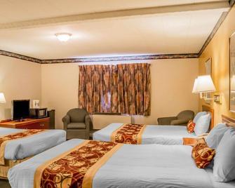 Rodeway Inn Kalkaska - Kalkaska - Спальня