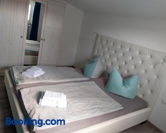 Gästehaus Twee Linden - Warnemünde - Bedroom