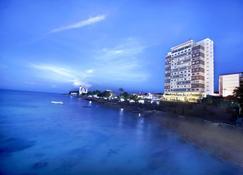 Aston Kupang Hotel & Convention Center - Kupang - Outdoors view