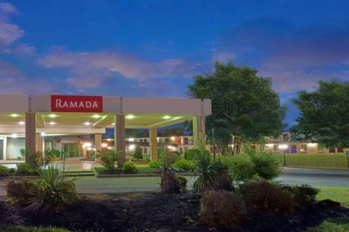 Ramada by Wyndham Louisville North - Louisville - Toà nhà