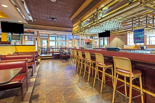 Ramada by Wyndham Louisville North - Louisville - Bar