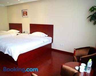 Greentree Inn Anhui Anqing Guangcaisiqi Business Hotel - Anqing - Bedroom