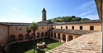 Chiostro Delle Monache Hostel Volterra - Volterra - Patio