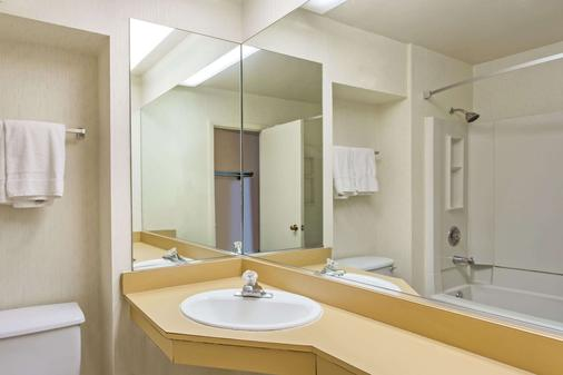 馬納薩斯戴斯酒店/I-66 - 馬納沙斯 - 馬納薩斯 - 浴室