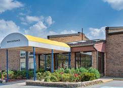 Days Inn by Wyndham Manassas Battlefield - Manassas - Building