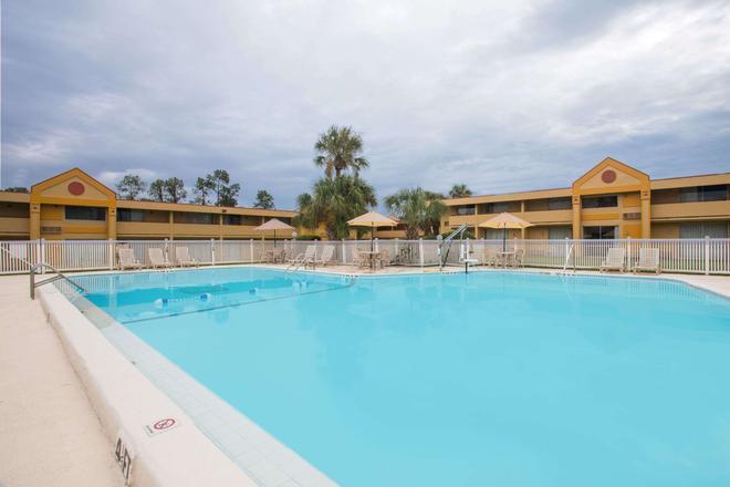 Days Inn Ocala North - Ocala - Piscina