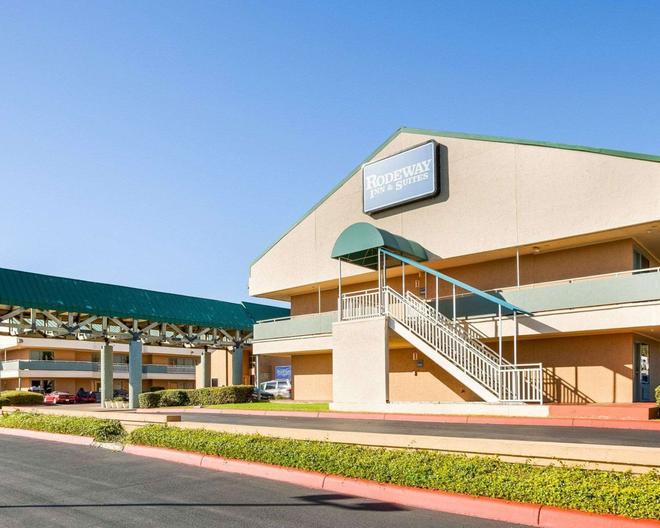 Rodeway Inn and Suites South of Fiesta Park - San Antonio - Building