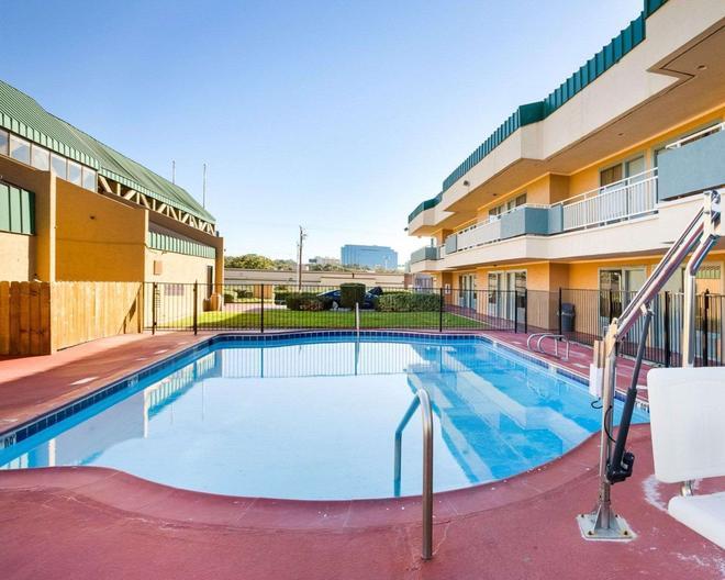 Rodeway Inn and Suites South of Fiesta Park - San Antonio - Pool