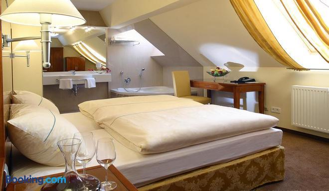 Hotel Nationalpark - Illmitz - Bedroom