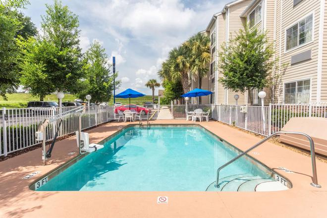 Microtel Inn & Suites by Wyndham Ocala - Ocala - Piscina