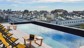 巴塞隆拿市博加特爾宜必思尚品酒店 - 巴塞隆納 - 游泳池